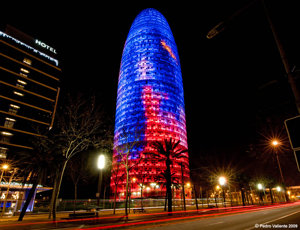 Torre Agbar a todo color